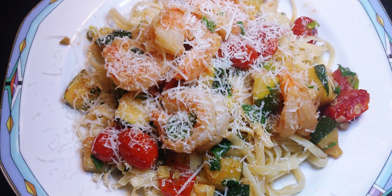 Shrimp Scampi with zucchini and tomatoes over linguine